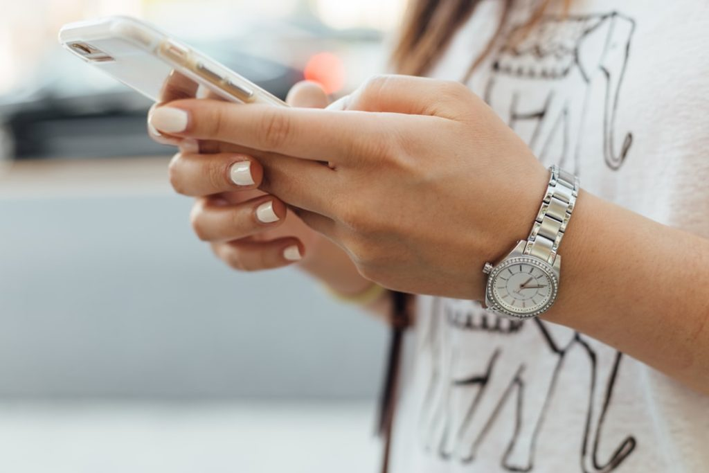 5 Signs that you're spending too much time on your phone