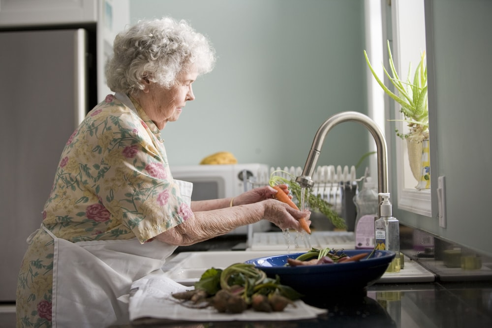 5 Activities for the Housebound Elderly to Enjoy